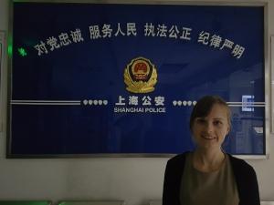 Pred policijsko postajo v Šanghaju